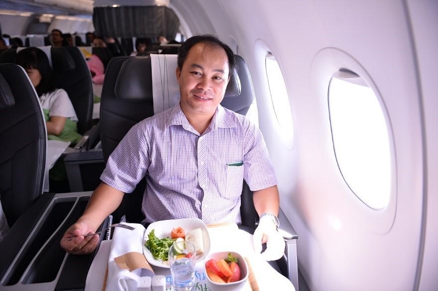 Hành khách thứ 1 triệu trên chuyến bay QH1213, hành trình Hà Nội – Quy Nhơn của Bamboo Airways là anh Nguyễn Văn Trường, 42 tuổi, đến từ Hà Nội